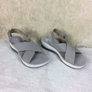 Cloud-steppers Clarks Soft Cushion Gray Sandals 9
